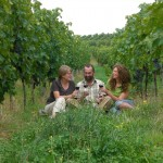 Elke, Romy und Eckhard 2 im Weinberg